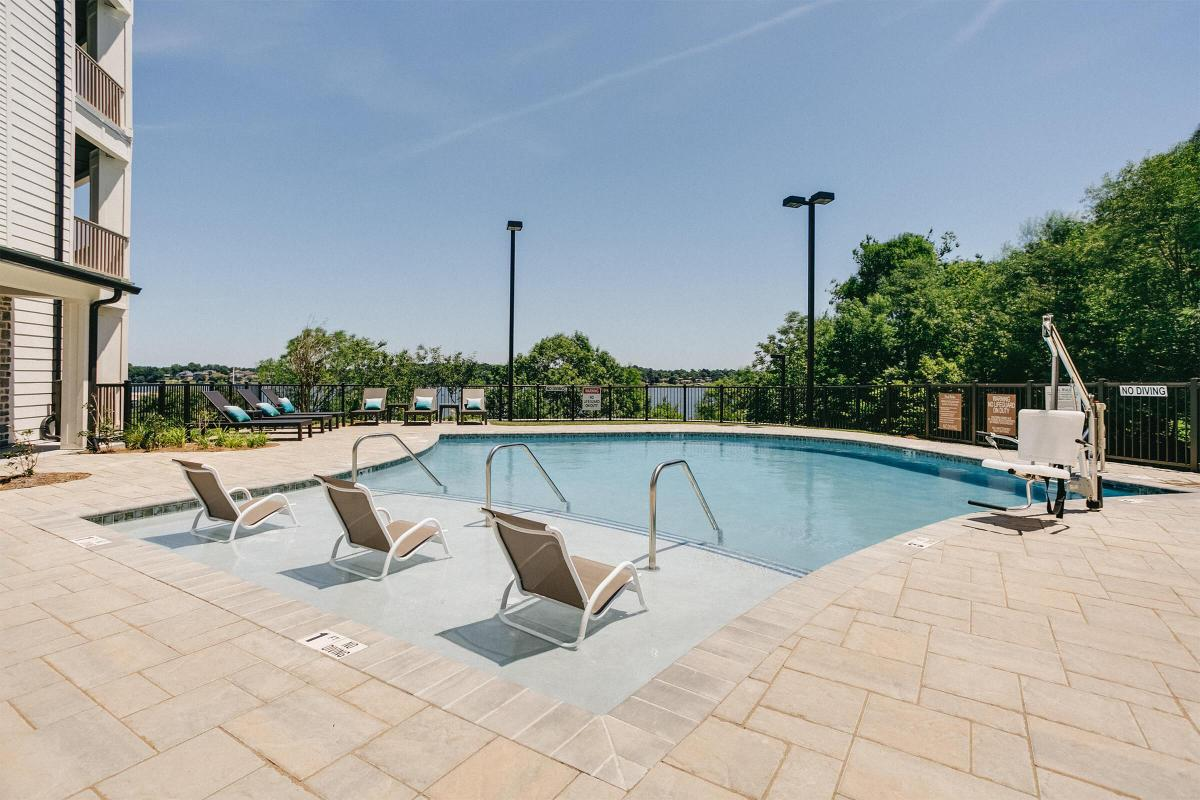 SOAK UP THE SUN AT APARTMENTS FOR RENT IN OLD HICKORY, TENNESSEE