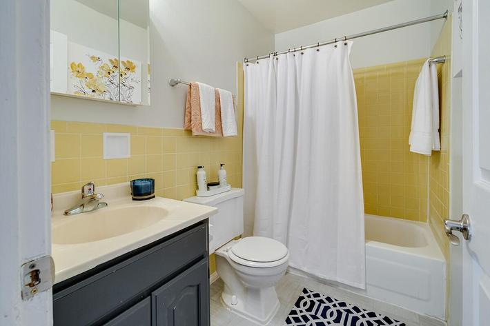 Washroom_The-New-Colonies_316-W-34th-St-Steger-IL_RPI_PJ03757_07.jpg