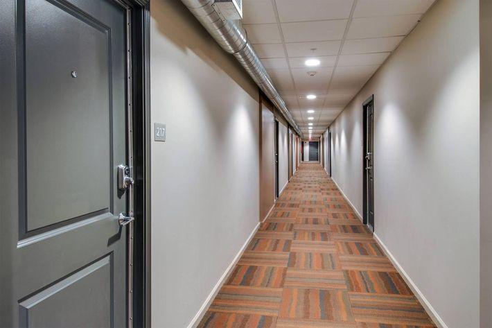 10 and Jefferson Apartments Hallway