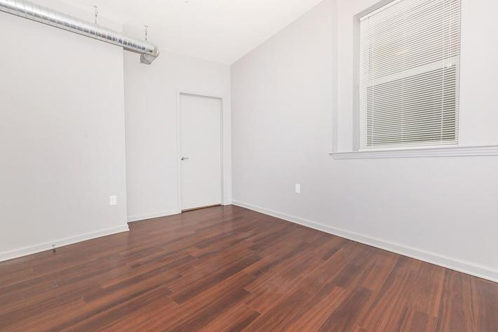 Two Bedroom Apartment at Tenth and Jefferson