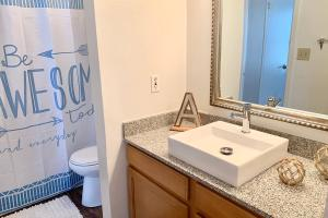 MODERN SQUARE SINK WITH CHIC FRAMED MIRRORS