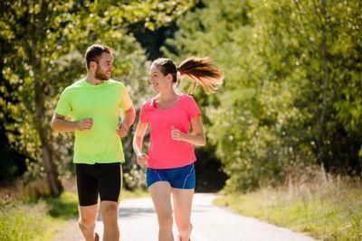 Couple joggin - iStock_89133937.jpg