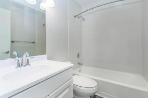 Modern bathrooms at Casa Del Norte