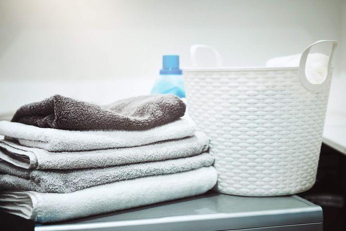 Laundry basket & towels -888097624.jpg