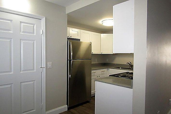 2bd kitchen.JPG