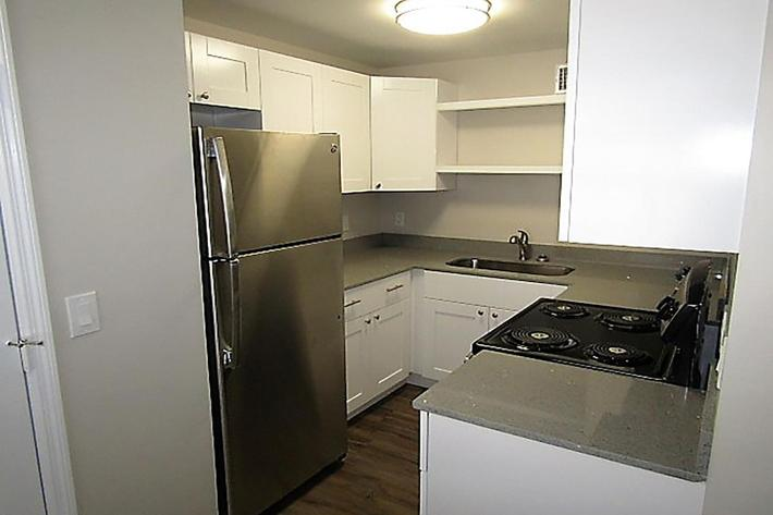 2bed kitchen 3.JPG