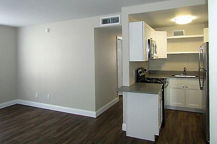 3bd kitchen (2).JPG