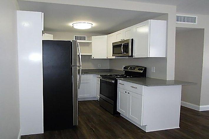 3bd kitchen.JPG