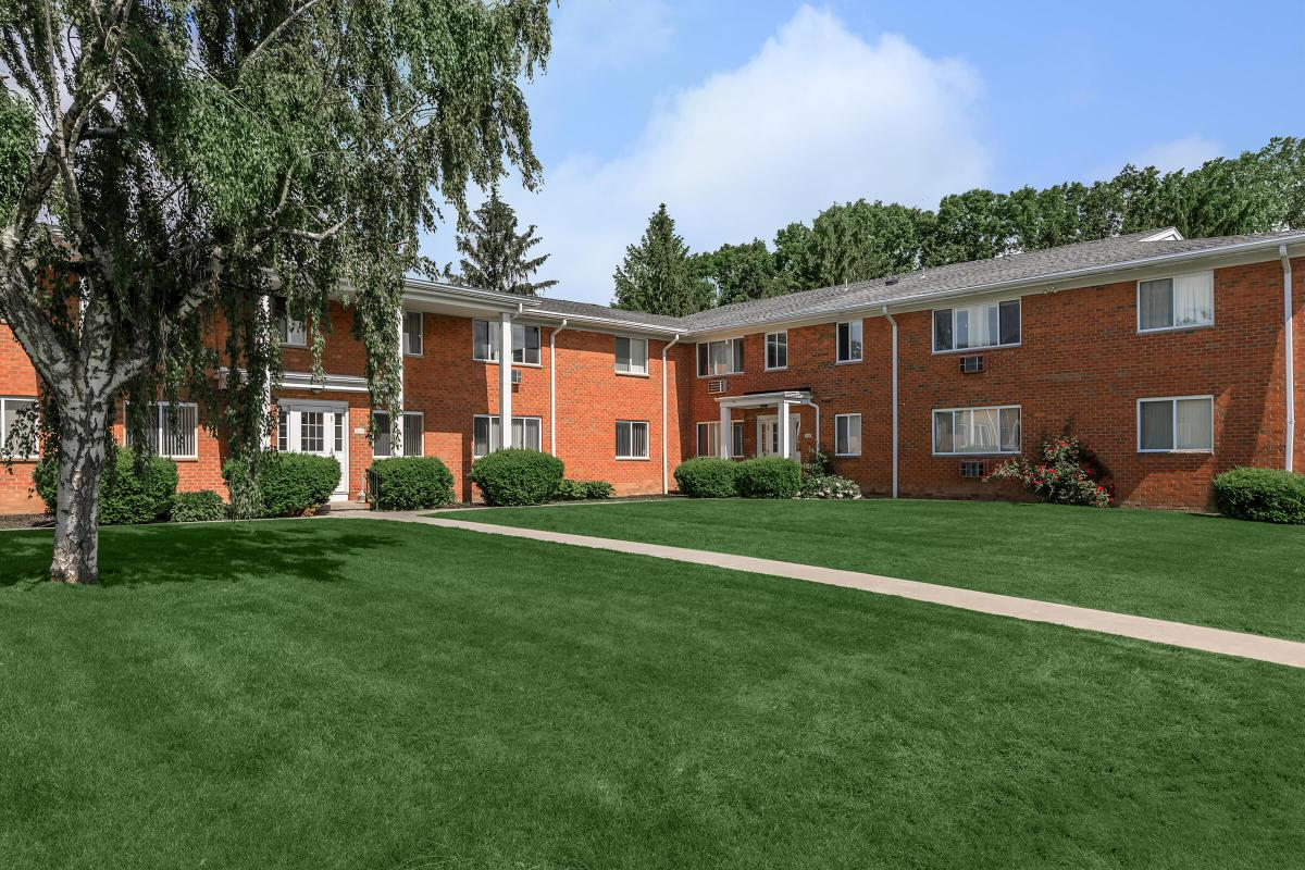 WELCOME TO GREYSTONE APARTMENTS & TOWNHOMES IN ROCHESTER, NY