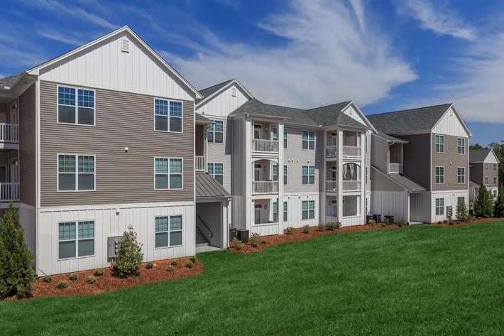 Charming Community In Riverstone Apartments At Long Shoals In Arden, North Carolina