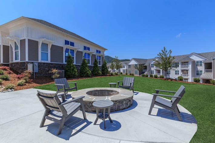 Get Quality Time With Loved Ones At Riverstone Apartments At Long Shoals In Arden, NC