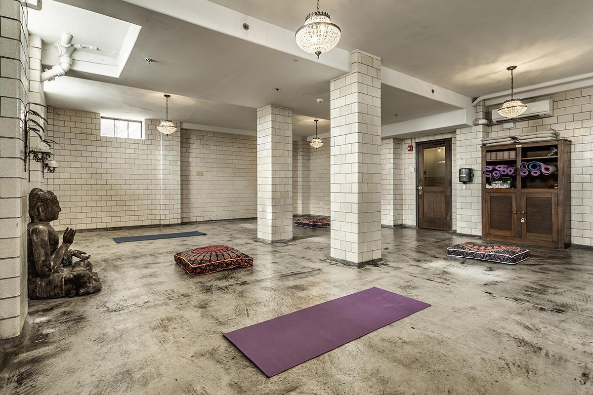 45-{Central State Mansion Yoga}.jpg