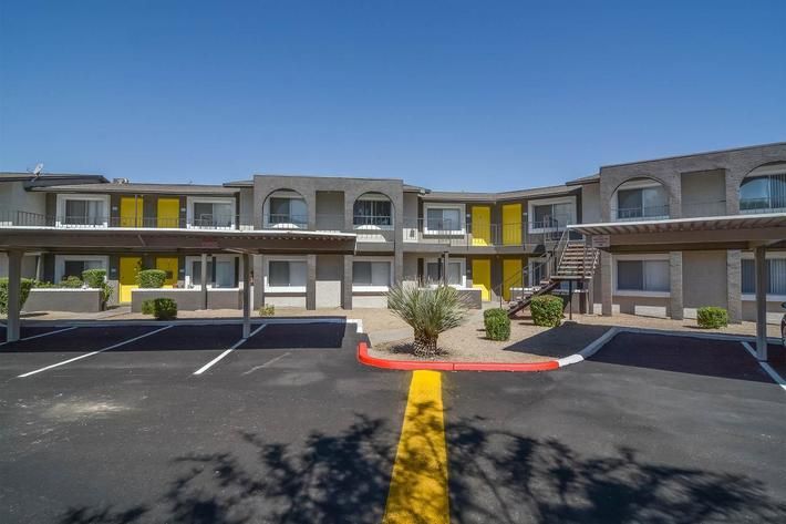 seventeen-805-17805-apartments-for-rent-phoenix-az-85032-covered-parking.jpg