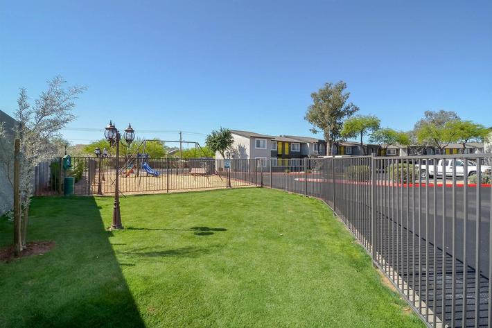 seventeen-805-17805-apartments-for-rent-phoenix-az-85032-dog-park.jpg