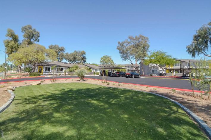 seventeen-805-17805-apartments-for-rent-phoenix-az-85032-open-grassy-area.jpg