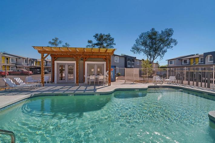 seventeen-805-17805-apartments-for-rent-phoenix-az-85032-pool-cabana.jpg