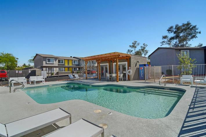 seventeen-805-17805-apartments-for-rent-phoenix-az-85032-pool2.jpg
