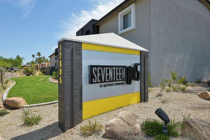 seventeen-805-17805-apartments-for-rent-phoenix-az-85032-signage.jpg