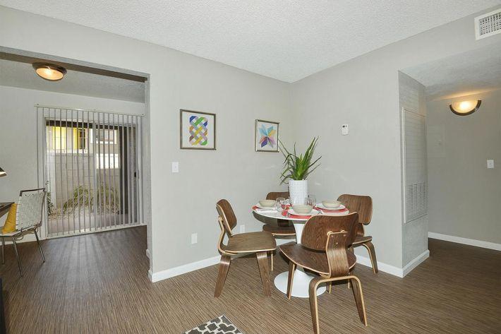 seventeen-805-17805-apartments-for-rent-phoenix-az-85032-dining-room.jpg
