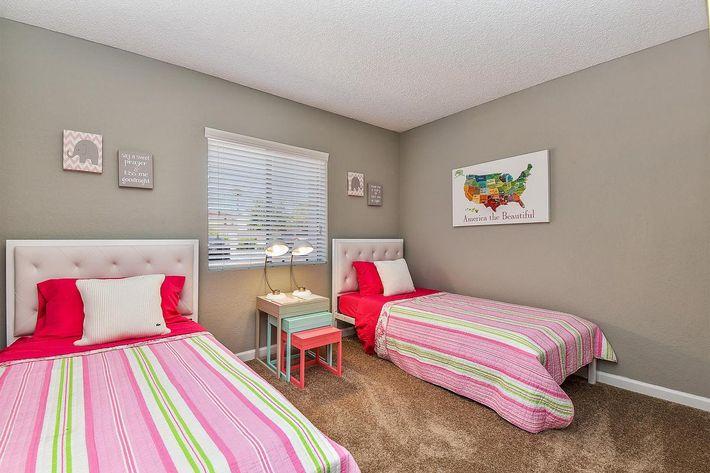 seventeen-805-17805-apartments-for-rent-phoenix-az-85032-guest-bedroom1.jpg