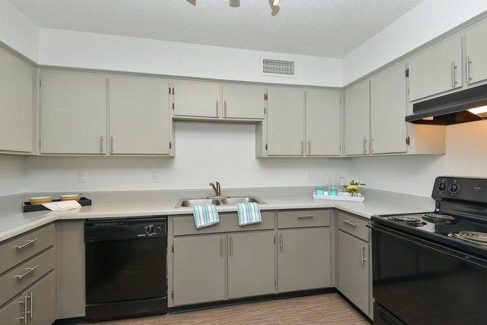 seventeen-805-17805-apartments-for-rent-phoenix-az-85032-kitchen.jpg