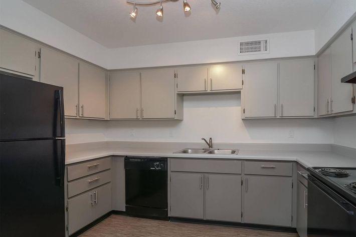 seventeen-805-17805-apartments-for-rent-phoenix-az-85032-kitchen1.jpg