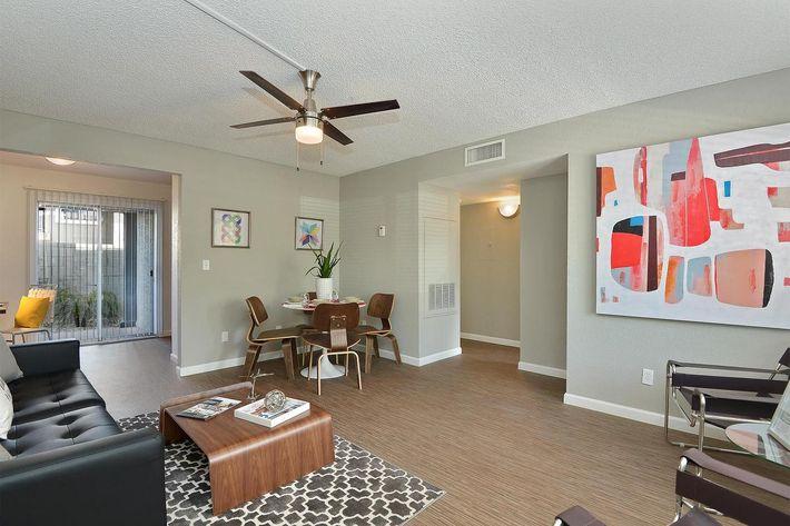 seventeen-805-17805-apartments-for-rent-phoenix-az-85032-living-room.jpg