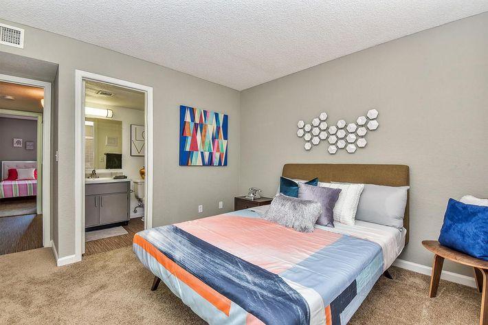 seventeen-805-17805-apartments-for-rent-phoenix-az-85032-model-bedroom.jpg