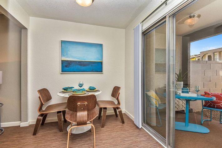 seventeen-805-17805-apartments-for-rent-phoenix-az-85032-model-dining-room.jpg