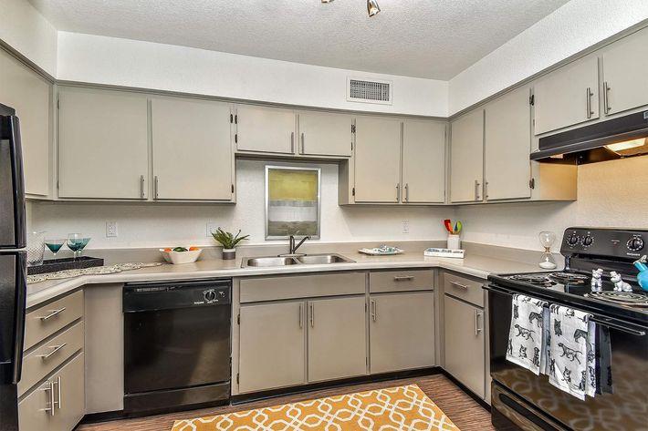 seventeen-805-17805-apartments-for-rent-phoenix-az-85032-model-kitchen.jpg