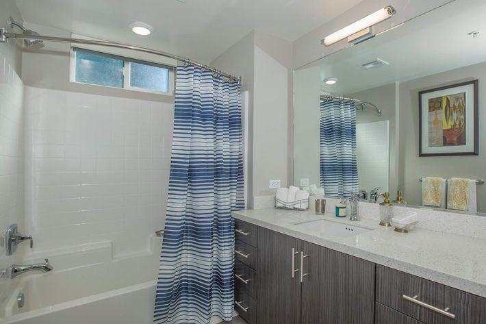 04a Bathroom.jpg