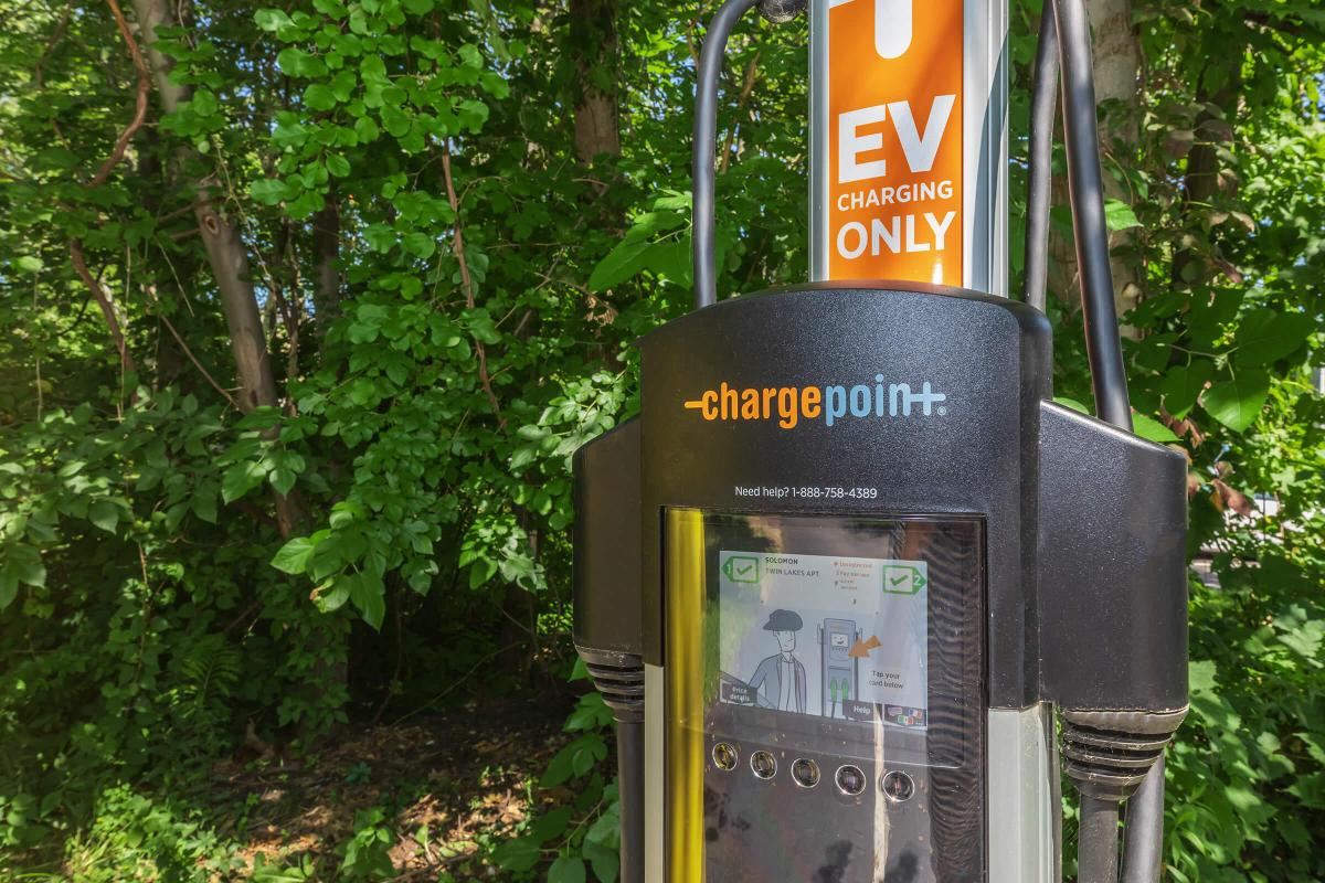 EV CHARGE POINT STATION