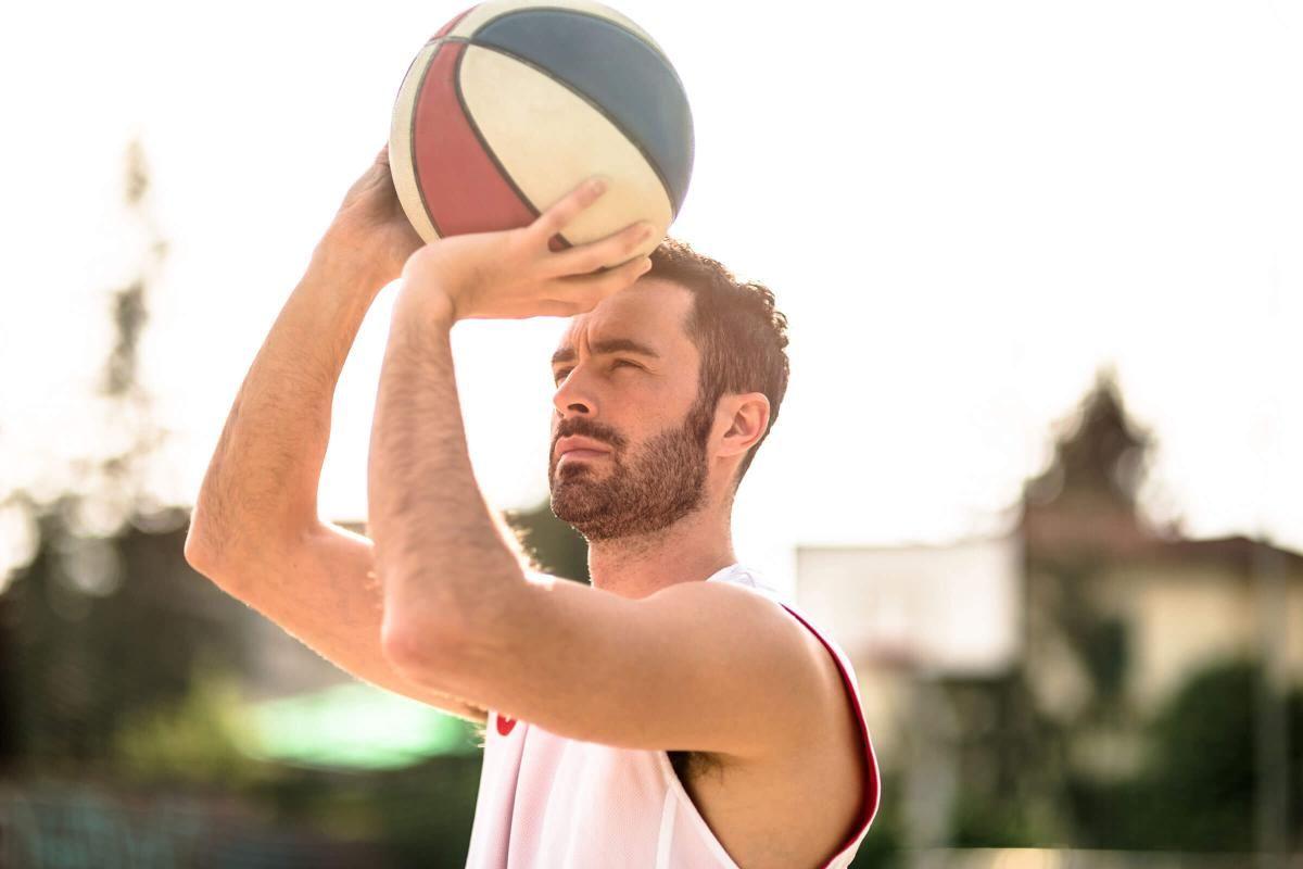 basketball-player-jumping-to-score-iStock_000063321891_Large.jpg