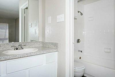 Bathroom B3.jpg