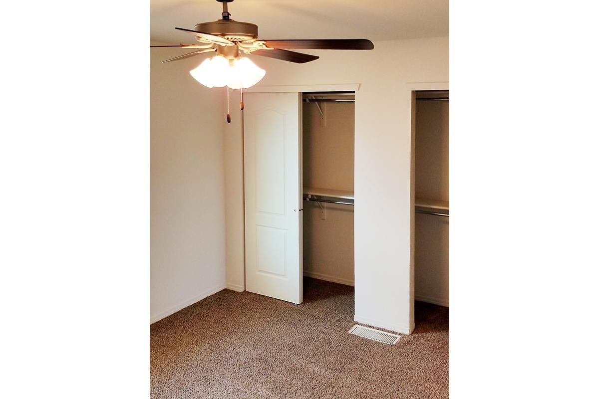 guest closet (2).jpg