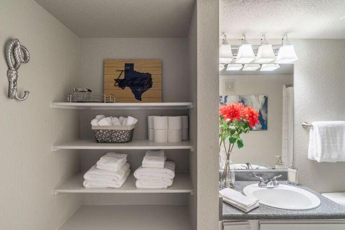 Wendy Rae Walker - 2019-08-13 18-46-35 - bathroom2.jpg