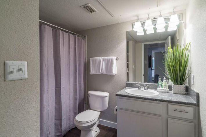 Wendy Rae Walker - 2019-08-13 18-46-37 - bathroom.jpg