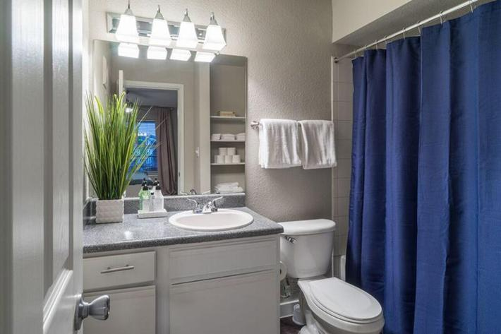 Wendy Rae Walker - 2019-08-13 18-46-38 - bathroom2.jpg