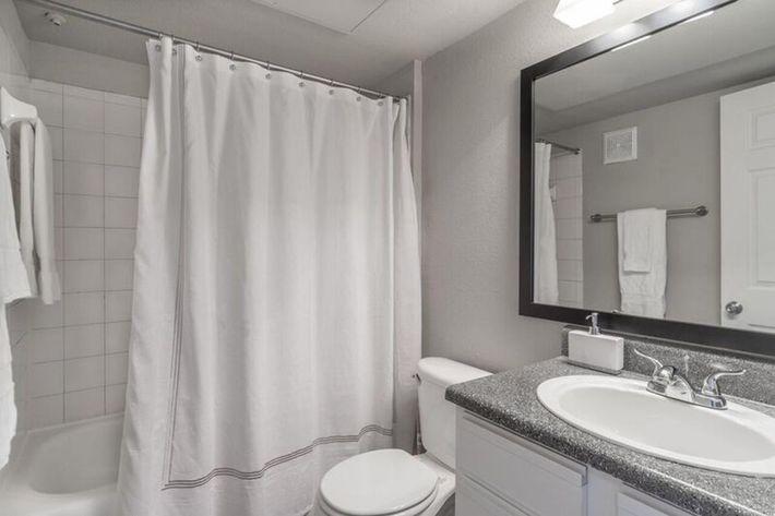 Wendy Rae Walker - 2019-08-13 18-46-48 - bathroom2.jpg