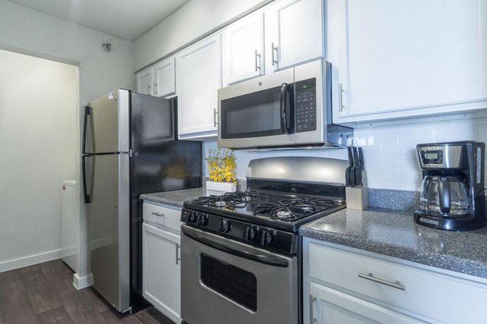 Wendy Rae Walker - 2019-08-13 18-46-54 - kitchen.jpg