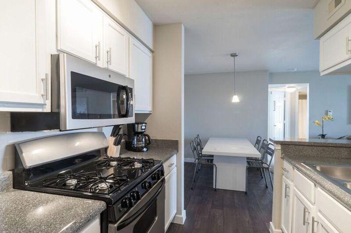 Wendy Rae Walker - 2019-08-13 18-46-56 - kitchen2.jpg