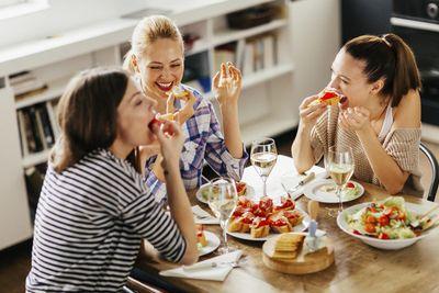 girls eating.jpg
