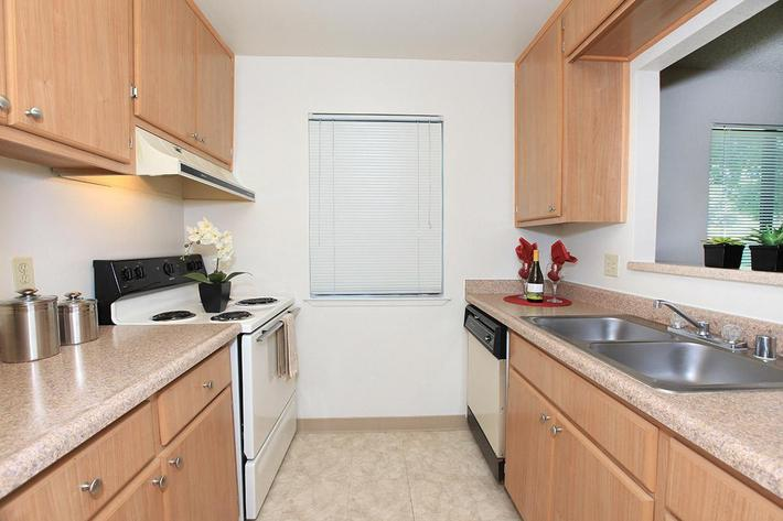 Palm Lakes provides well-equipped kitchens