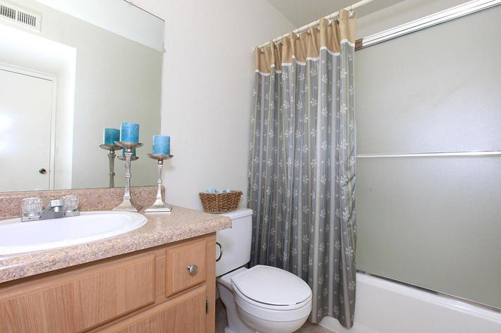 Palm Lakes provide modern bathrooms