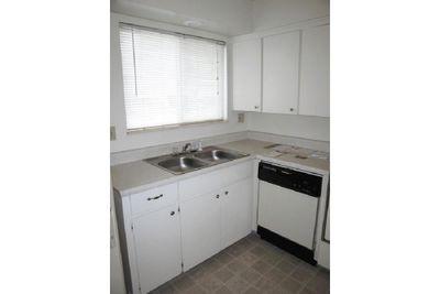 1 bed kitchen.jpg