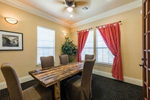 OUR BUSINESS CENTER  IS YOUR NEW SOCIAL NETWORK AT THE PLANTATION APARTMENTS.