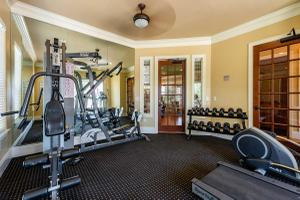 STATE-OF-THE-ART FITNESS CENTER AT THE PLANTATION APARTMENTS