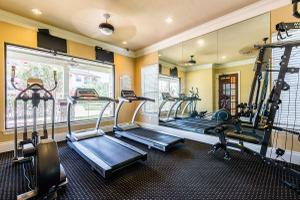 STATE-OF-THE-ART-FITNESS CENTER TO BALANCE LIFE AT THE PLANTATION APARTMENTS