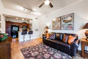HIGH CEILINGS WITH FANS IN THE PLANTATION APARTMENTS FOR RENT.