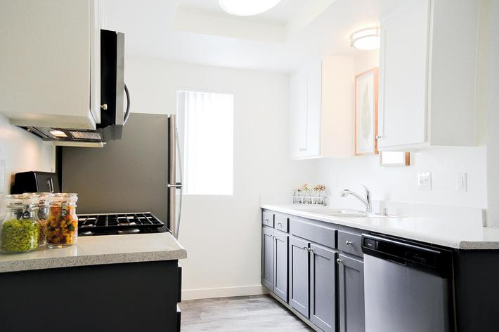 HIllside_Kitchen_01.jpg